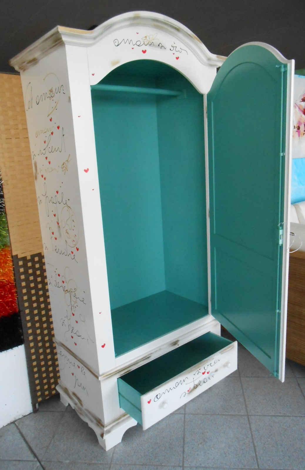 Mobili in stile vintage mobili colorati e dipinti a mano - Pomelli colorati per mobili ...