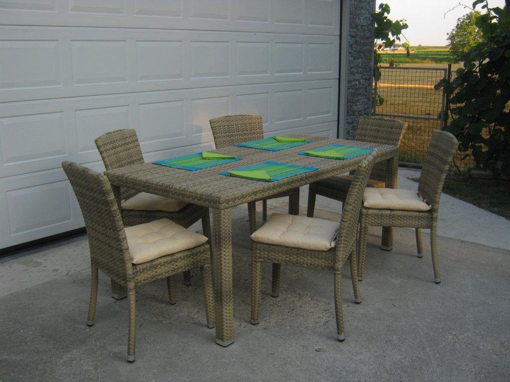 Bossi arredamenti mobili giardino arredamento interno for Volantino mobili da giardino