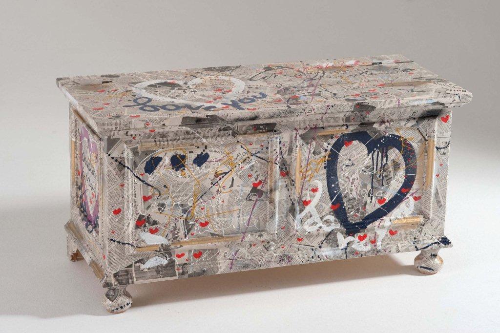 Arredi e mobili originali dipinti a mano arredamenti colorati - Rivestire mobili ...