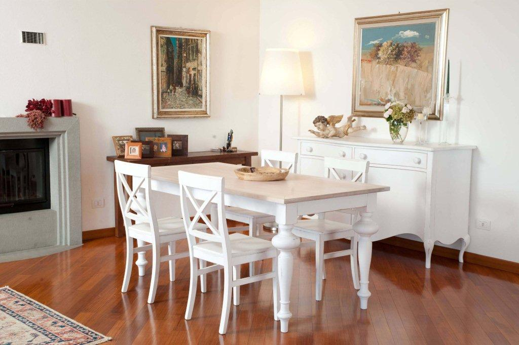 Mobili stile country tavoli country arredamento country for Country house arredamento