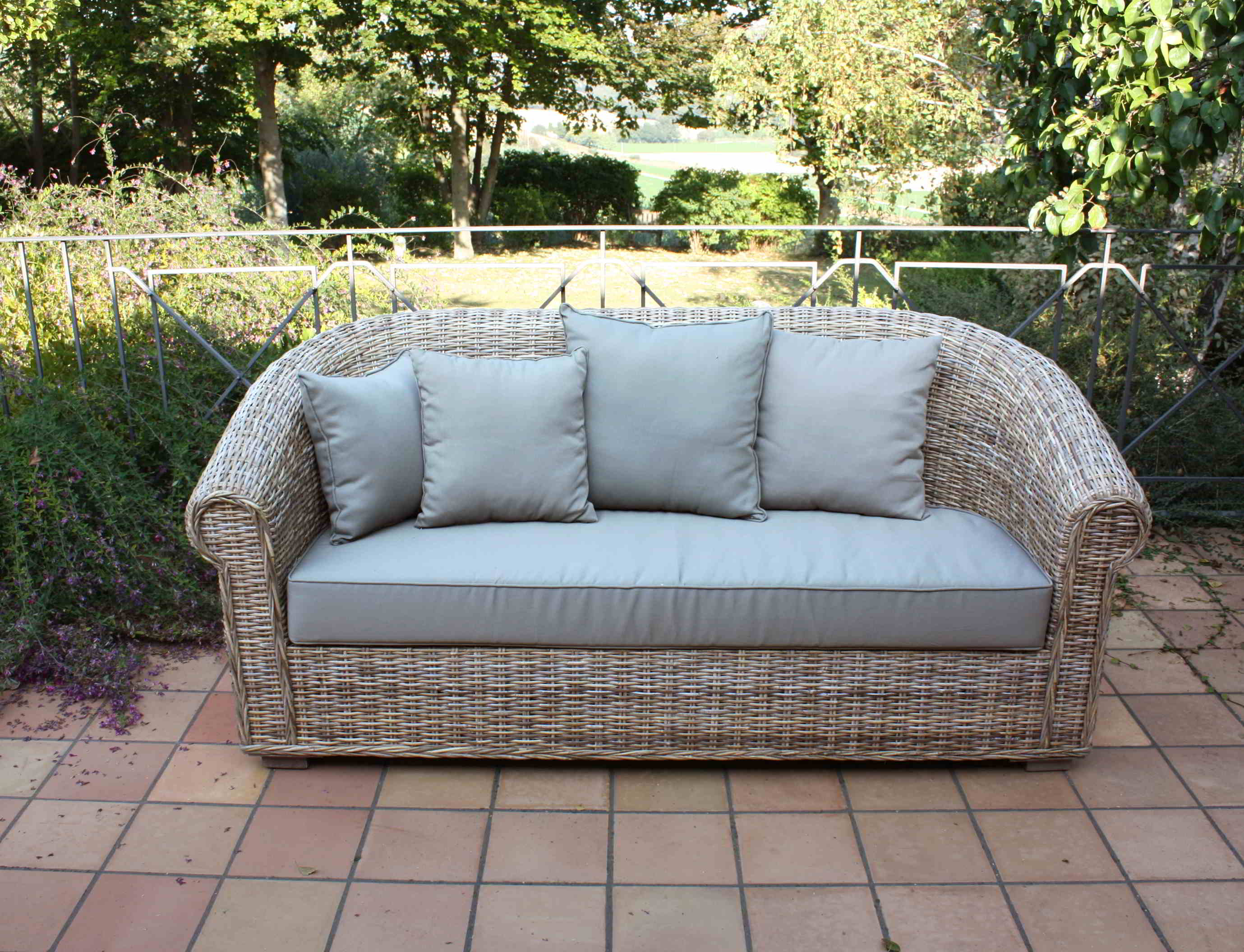 ... per esterno,mobili per esterno in bambu, midollino,vimini,tavoli