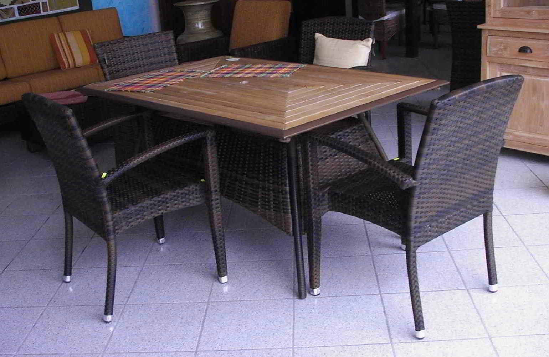 Salotti in rattan sintetico arredamento giardino sintetico for Tavoli e sedie per giardino