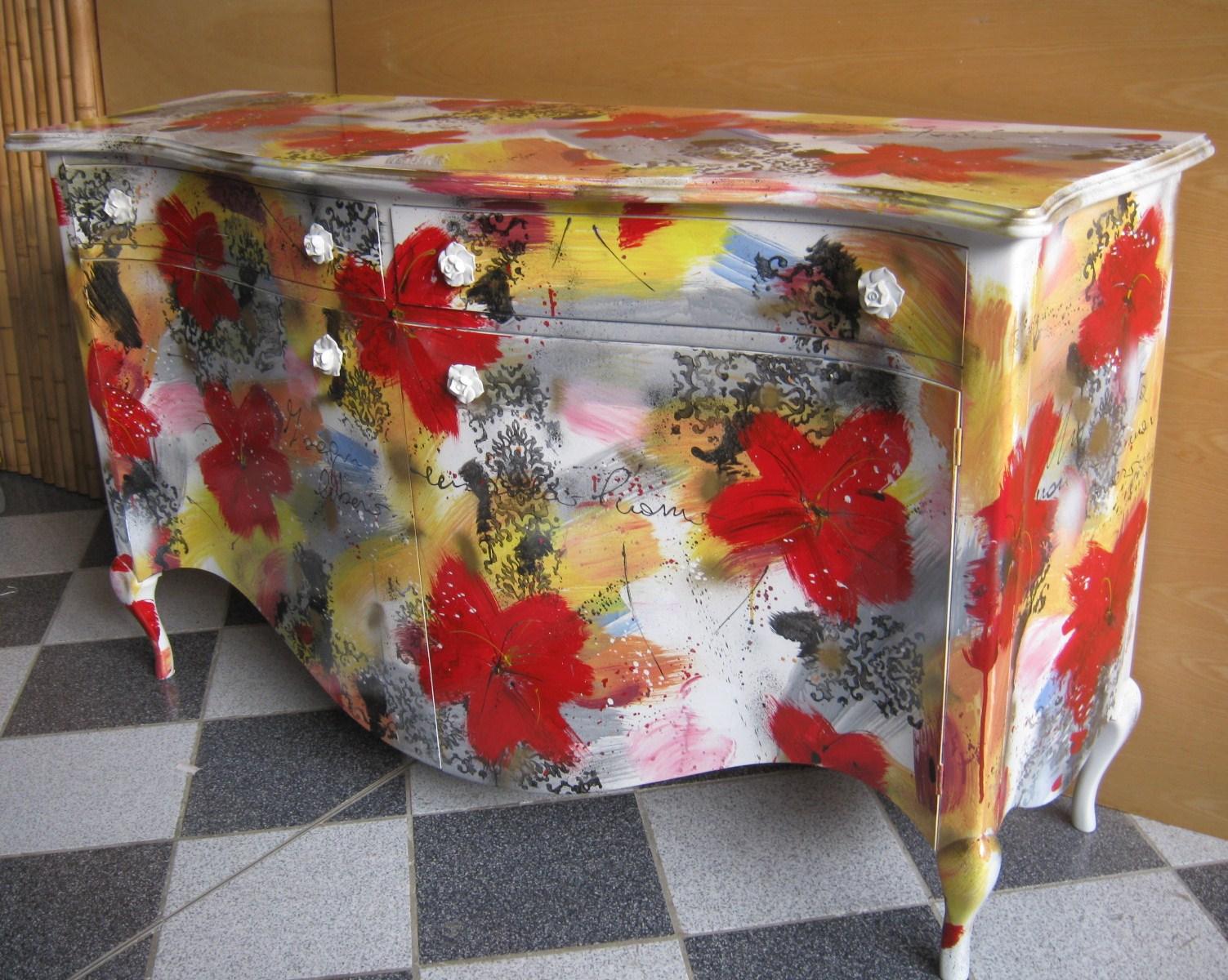 Arredi e mobili originali dipinti a mano arredamenti colorati for Mobili colorati design