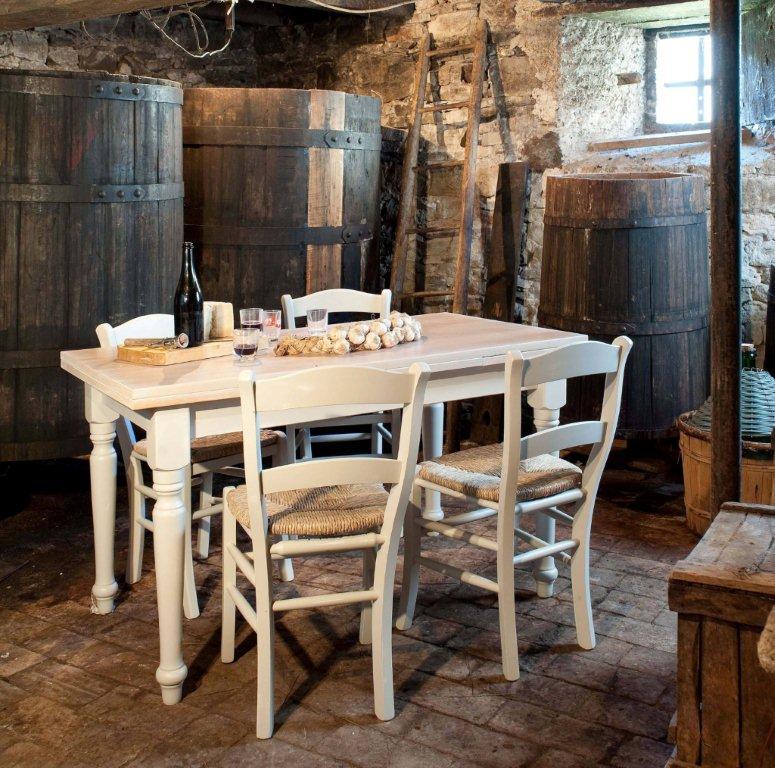 Tavoli Country Da Cucina.Mobili Stile Country Tavoli Country Arredamento Country Chic Mantova