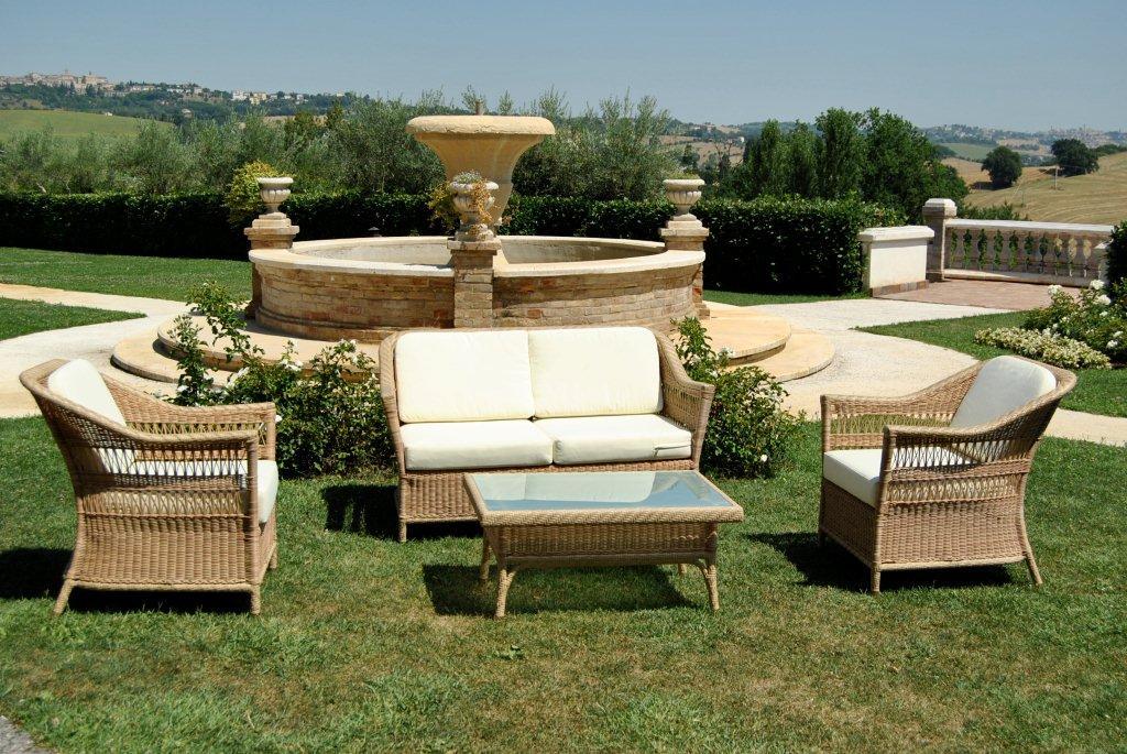 Divani esterno rattan sintetico idee per il design della for Ballard progetta mobili da giardino