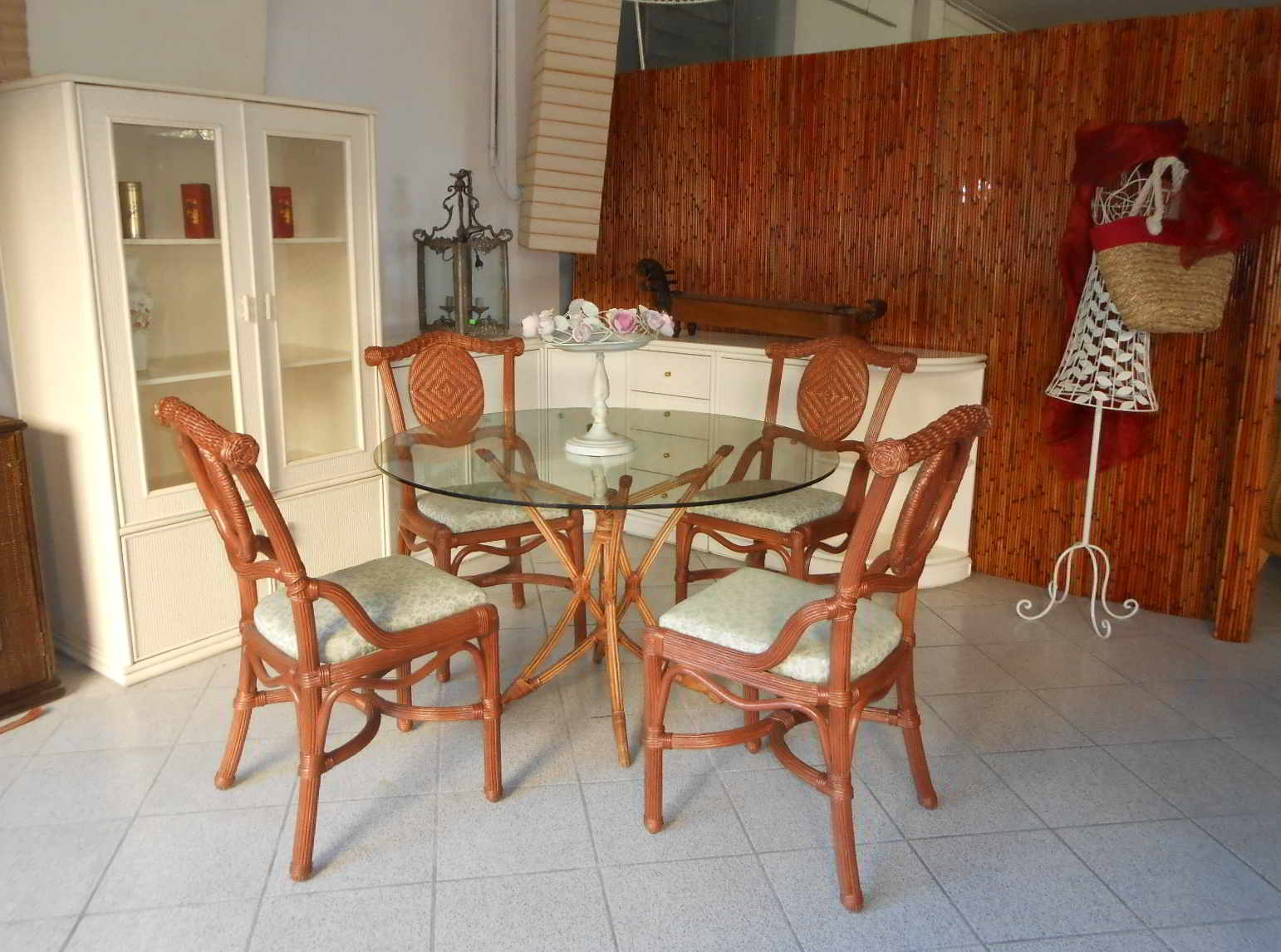 Ikea Glass Dining Table 4 Chairs 1 Year Old For Sale In Indus Ikea  #703217 1542 1146 Piani Di Lavoro Cucina In Laminato