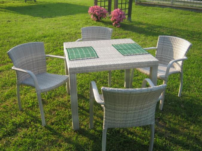 Sedie in finto rattan design casa creativa e mobili - Tavolo giardino ikea ...