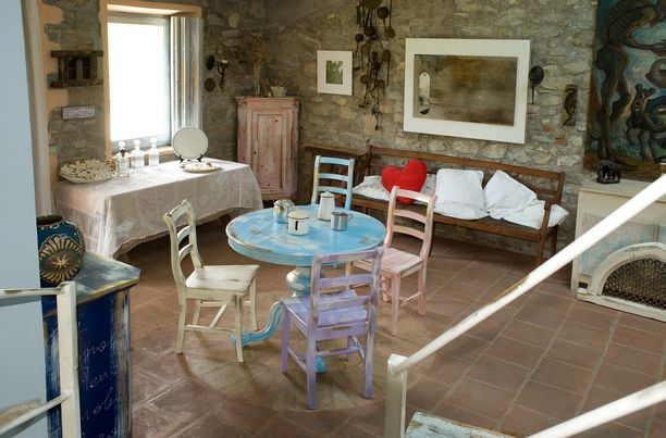 Tavoli E Sedie Stile Vintage.Mobili In Stile Vintage Mobili Colorati E Dipinti A Mano Mobili Country